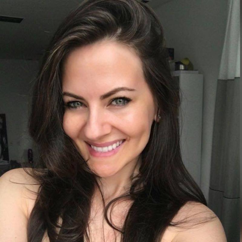 Camila Christine Volles