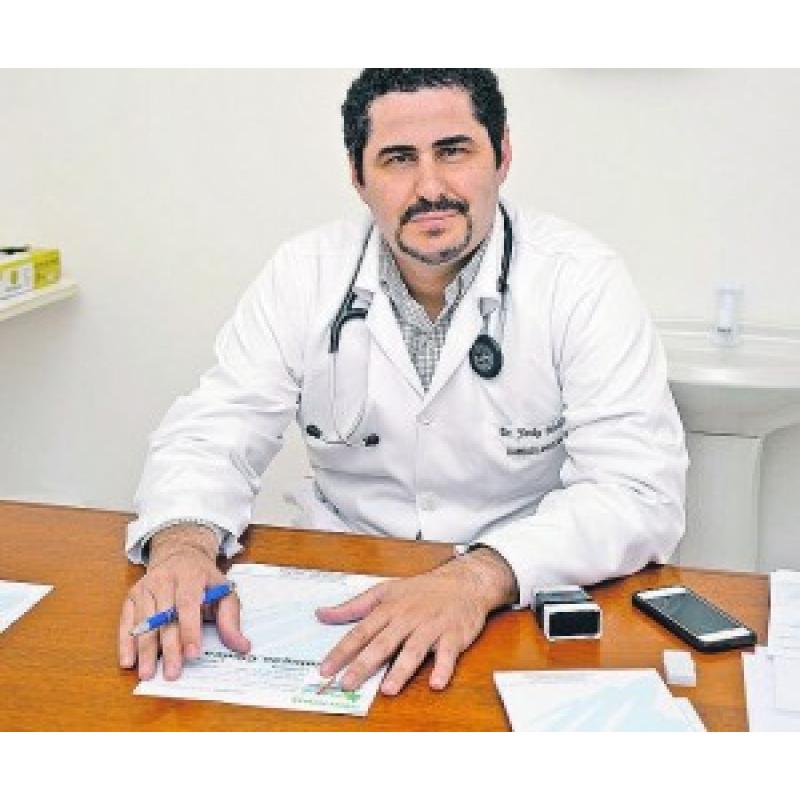 Dr Yanko Mello